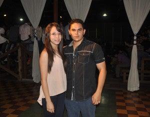 Robert Limas y Crystal Barahona.