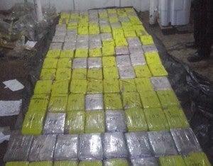 Hasta anoche las autoridades policiales habían encontrado 120 paquetes de aproximadamente un kilo de peso cada uno.