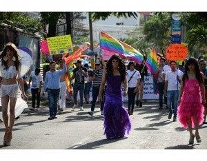 La marcha fue engalanada por diversas organizaciones LGTB quienes conmemoraron su mes con el recorrido.