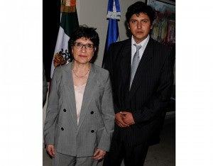 La embajadora de México en Honduras, Dolores Jiménez Hernández y Efraín Flores.