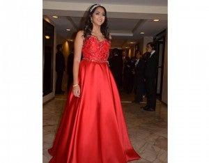 Fabiana Stefan resaltó con su vestimenta en la gala de la Escuela Americana.