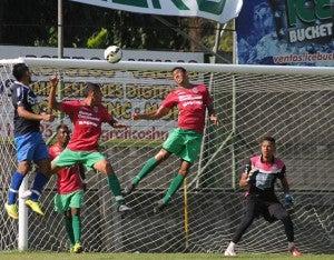 Abidan Solís, nueva contratación del Honduras, no pudo con la defensa del Marathón.