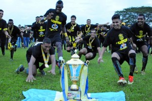Real Espana's players celebrate after becoming champions of the Apertura 2013-14 tournament by winning by 3-1 to Real Sociedad in Tocoa, Colon department, 600 km north of Tegucigalpa, on December 15, 2013.  AFP PHOTO / Orlando SIERRA