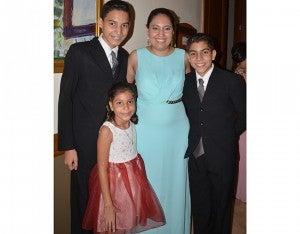 Fernando Estrada, Andrea Guevara, Valeria y Carlos Martínez.