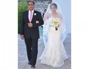 La novia fue entregada por su padre  Gaylor Quiñonez.
