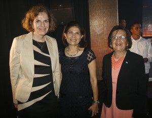 Beatrix Kania, Hilda Hernández  y Fidelia Molina.