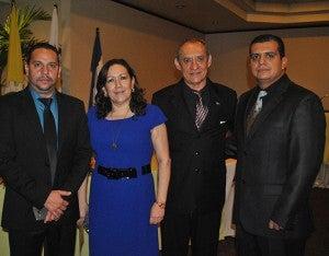 Cesar Rodríguez, Blanca Echeverri, el homenajeado y su hijo Miguel Aguiluz.