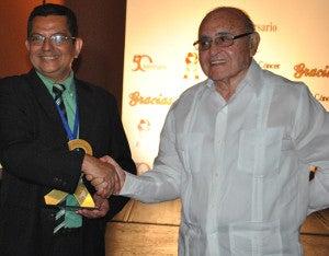 El doctor Manuel Maldonado junto a al doctor Guillermo Ayestas uno de los fundadores de la entidad.