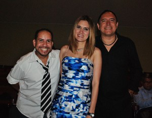 Johny BeeGood , Nina Maier y Guillermo Anderson.