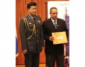 La beca militar militare la ganó el coronel de Defensa  Aérea Yuri Amado Chávez.