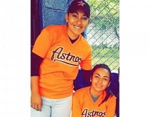 Junto a su hermana menor Sarahí, defienden los colores de Astros desde muy pequeñas.