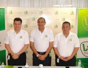 René Sagastume, Leonel Giannini y Paul Handal, presidieron el evento.