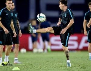 Lionel Messi y el Barcelona por iniciar la temporada levantando el primer título.