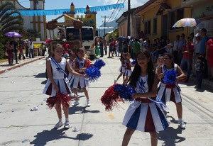 Un poco de buen baile y diversión en los desfiles.