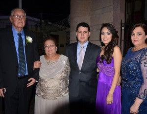 Guillermo García, Lotty de García, Juan Hernández, Natalie Reyes y Julia García.