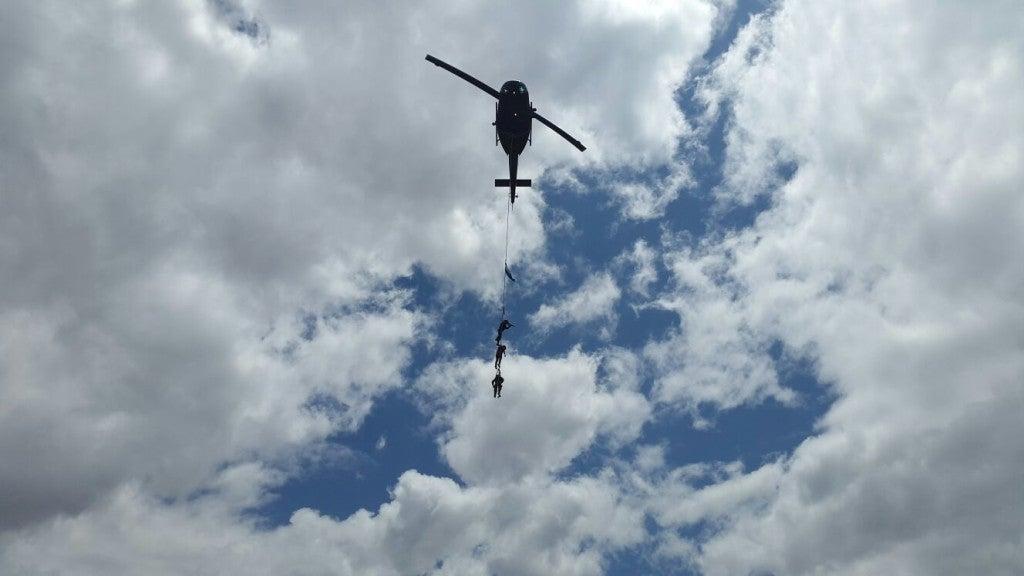 Fervor cívico en Tegucigalpa Policía Militar realiza espectacular simulacro de rescate2