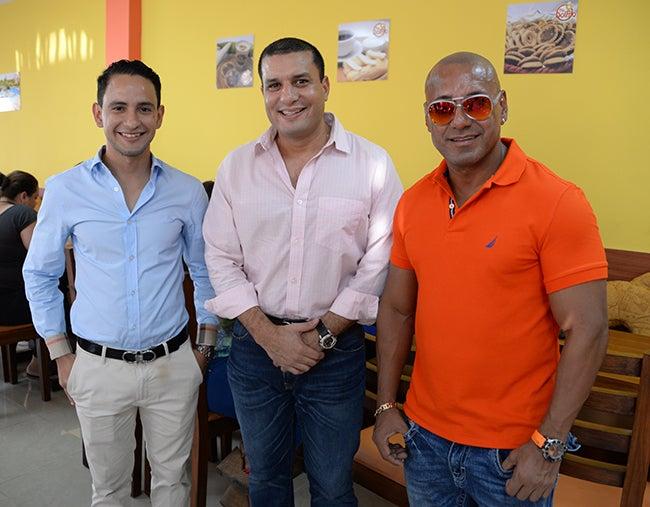 Steven Flores, Samir Chaín, Director de Comercialización de Diario TIEMPO y Felipe Flores.