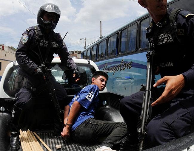 Tegucigalpa Sicarios en moto ultiman chofer cuando almorzaba; capturan a uno