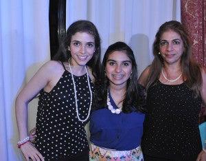 Naghia Romero, Claudia Kristel Yacaman y Leyla Yacaman.