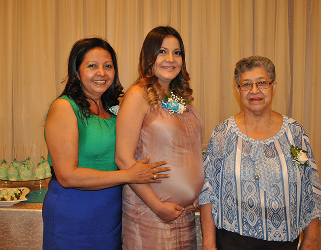 Gladys García, Phoenix Page y María Isabel Page.