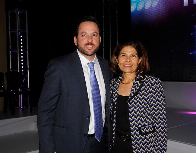 Jonathan Schacher y Hilda Hernandez.