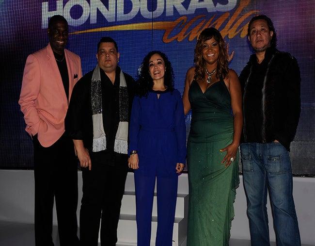 """El jurado calificador compuesto por Emec Cherenfant; Eduardo """"Guayo"""" Cedeño; Shirley Paz, Jireh Wilson y Rui Prado."""