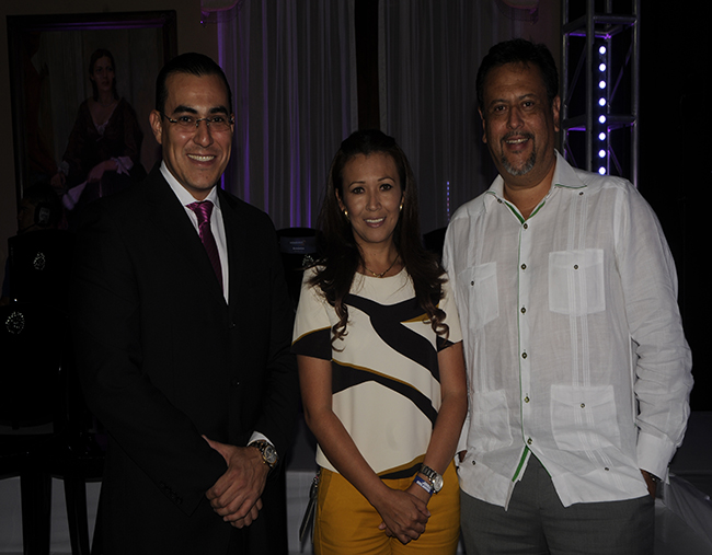 Mario Zaldaña, Carol Alvarado y Arnaldo Bueso.