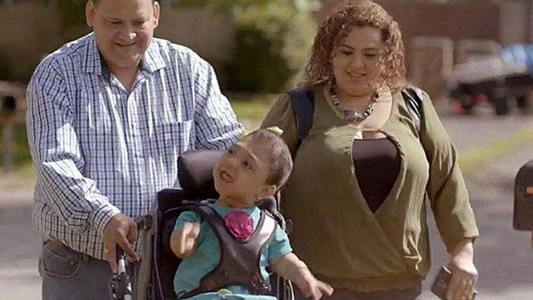 La extraña enfermedad de una niña que nació sin huesos34