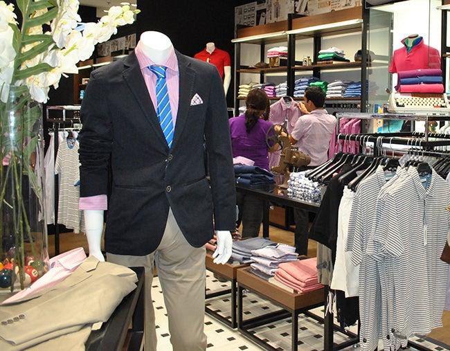 La ropa más moderna para caballeros la encuentras en esta moderna tienda ubicada en la segunda planta del City Mall.