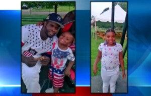 Demetrius Johnson con dos de sus hijos.